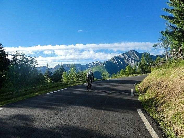 Climbing up to the Col du Soulor